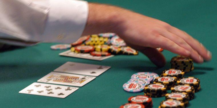 Harus Lebih Teliti Dalam Bermain Judi Poker Online